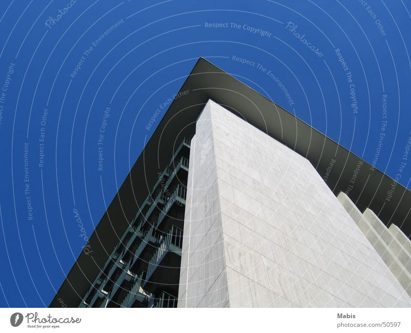 Berlin im Sommer weiß Berlin Gebäude Balkon Blauer Himmel
