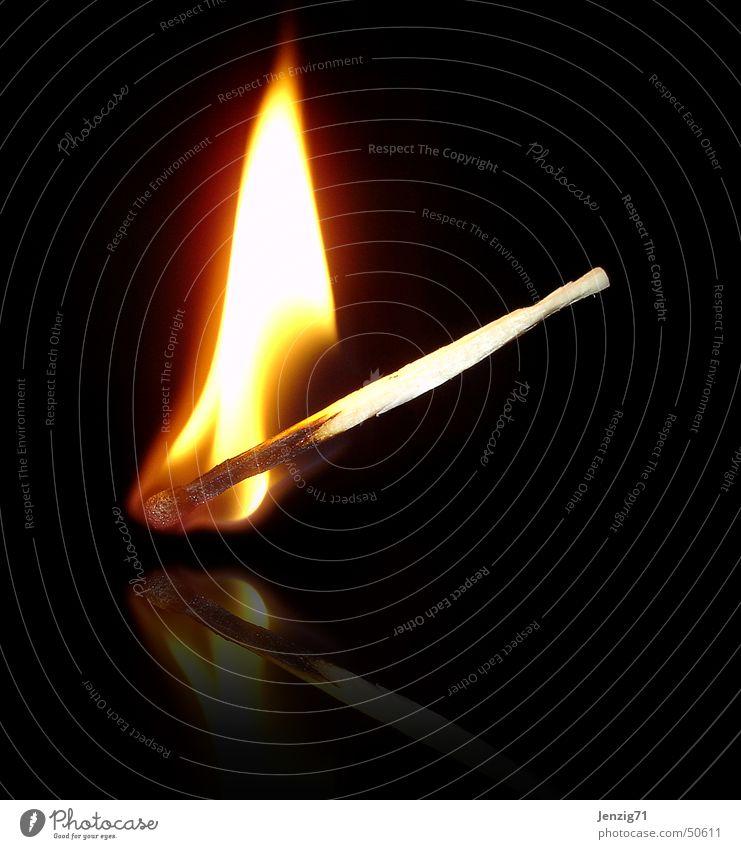 Light my fire. Brand Flamme Streichholz anzünden