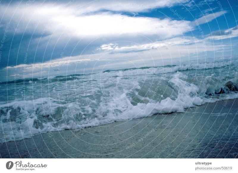 Strand im Süden 2 Meer Brandung Wellen See Ferien & Urlaub & Reisen Gischt Wolken Küste Sand Wasser Flut Himmel