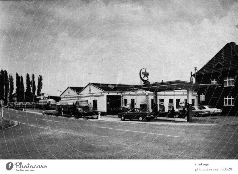 Alte Tankstelle Sprit tanken Fünfziger Jahre Benzin 1950