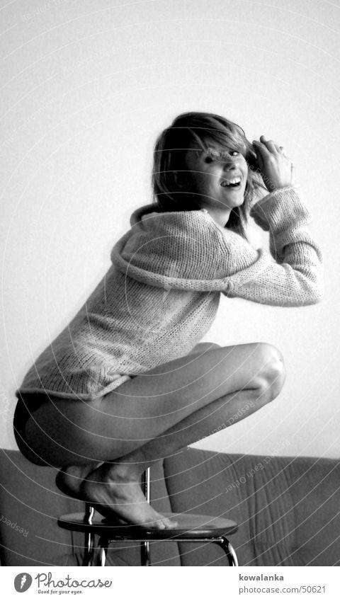 cotton smile Frau Freude lachen grinsen Pullover Porträt Wolle hocken Gefühle Hocker