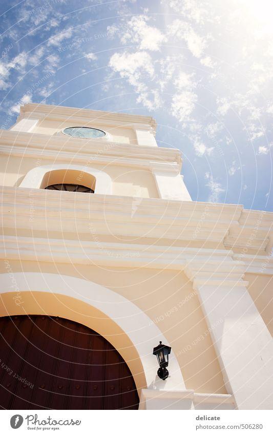 Iglesia San Fulgencio Himmel blau Sonne Wolken Haus gelb Architektur Gebäude Religion & Glaube Erde braun Fassade Zufriedenheit Schönes Wetter Kirche Turm