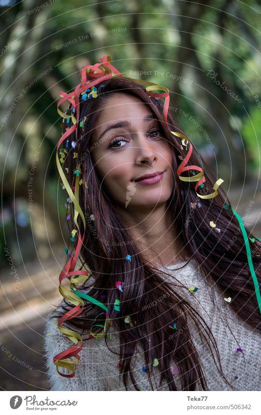 Party Party ?! Mensch Frau Natur Jugendliche Pflanze Junge Frau Landschaft Freude 18-30 Jahre Erwachsene Umwelt feminin Gefühle Glück Feste & Feiern Party