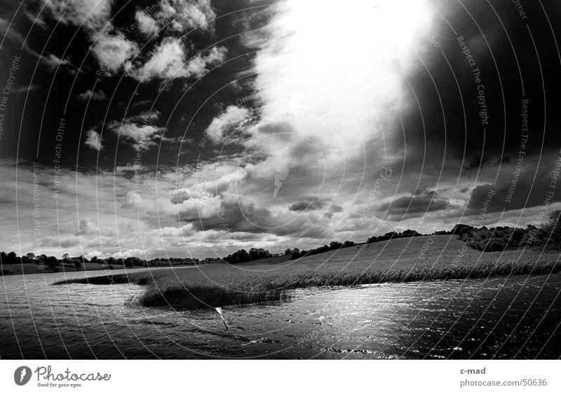 Waterway Upper Lough Erne Wasser weiß Sonne Sommer Wolken schwarz Landschaft Fluss Zeichen Schilfrohr Gewitter Nordirland
