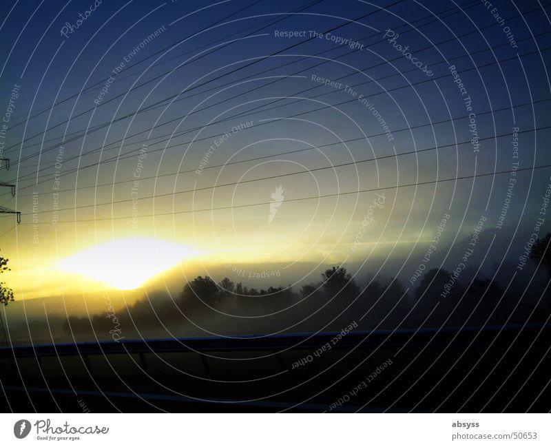 Goldene Dämmerung Natur schön Himmel blau Ferien & Urlaub & Reisen gelb Wald dunkel Bewegung Landschaft Deutschland Nebel Europa geheimnisvoll Dynamik Autofahren