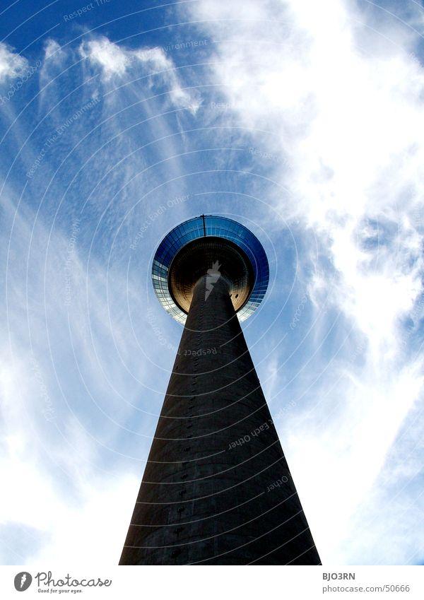 ein Prachtexemplar Himmel blau Wolken Fenster Architektur hoch groß modern Turm Macht Niveau Bauwerk Aussicht lang Düsseldorf Plattform