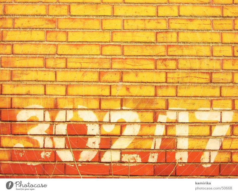 302/17 Sonne rot gelb Wand Mauer Graffiti hell Ziffern & Zahlen Backstein