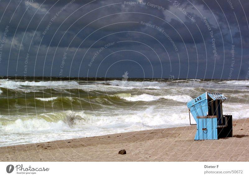 Strandkorb auf Sylt Natur Ferien & Urlaub & Reisen blau Wasser Sommer Sonne Meer Wolken Freiheit Sand Luft Wetter Wellen authentisch Insel