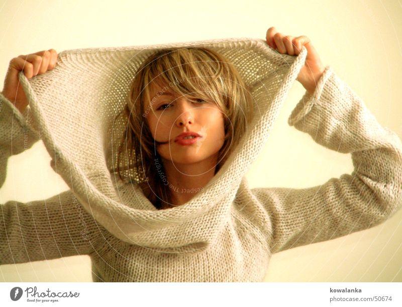 hide and seek Frau Pullover Winter kalt Physik Wolle feminin Wärme cold wool Mode