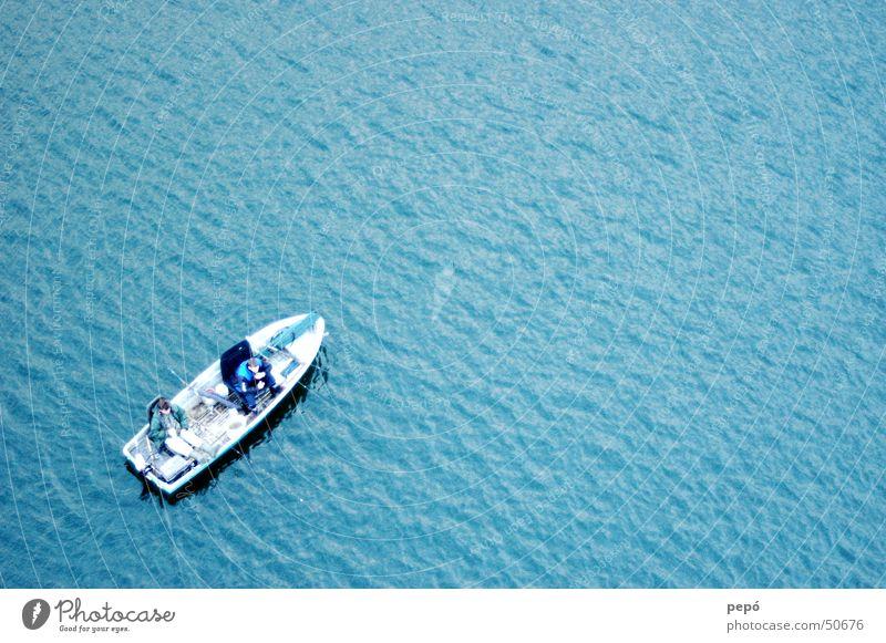 wir sitzen alle im selben boot Wasserfahrzeug Angeln Mann See Meer Wellen Schwimmweste Motorboot Ruderboot blau Fisch Angelköder Kahn