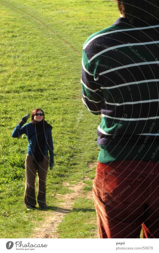 zwerg ::meets:: mario grün Wiese Wege & Pfade Streifen winken Koloss Zwerg Hallo