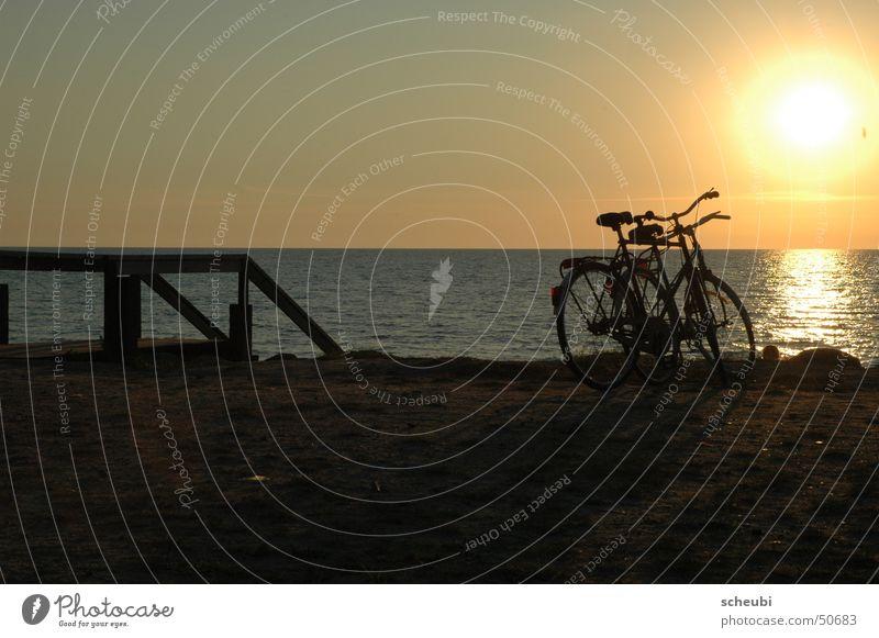gemeinsam Wasser Sonne Meer Strand Fahrrad Zusammensein Romantik Ereignisse