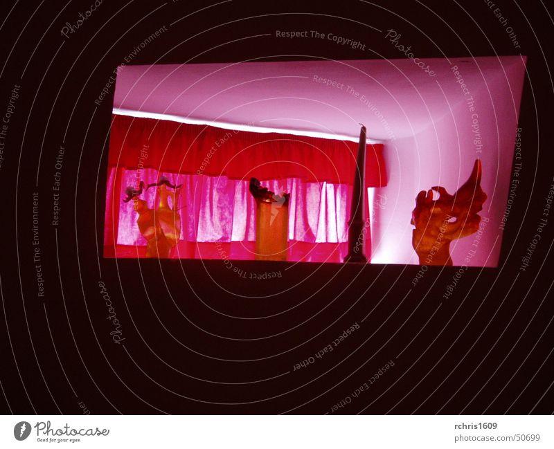 dali`s home rot Fenster Lifestyle Innenarchitektur Spanien Teatro Museo Dalí