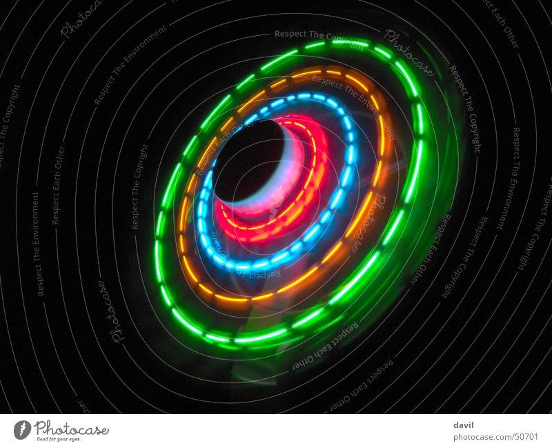 Lichtrad rund dunkel mehrfarbig Ventilator Nacht Elektrisches Gerät Innenaufnahme Kreis Farbe Elektronik Vor dunklem Hintergrund light circle round colorful