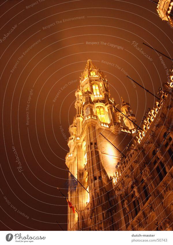 Brüssel im Nebel Ferien & Urlaub & Reisen Winter dunkel kalt Gebäude Lampe hell geschlossen hoch Ausflug Perspektive Europa Turm Klarheit Paris