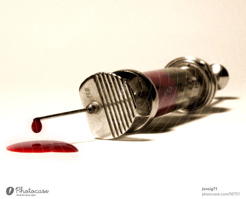 Schwestern sind bewaffnet. Arzt Blut Labor Spritze Diagnostik Kanüle Bluttest