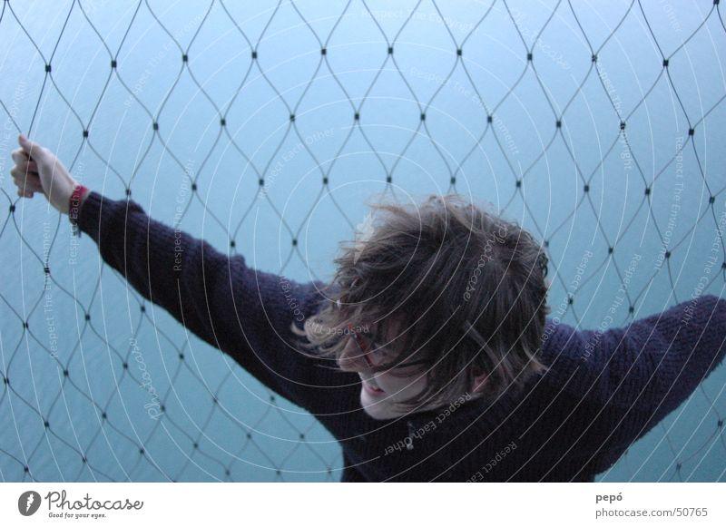 flying is fearful of me Mann Wasser blau Netz fallen festhalten
