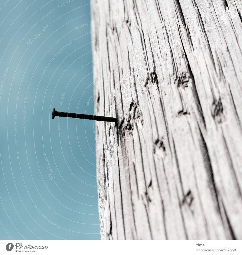 piekst | beim Klettern. also fossi. blau Stadt Einsamkeit grau Holz Metall Vergänglichkeit Baustelle trocken fest Gelassenheit Verfall Dienstleistungsgewerbe