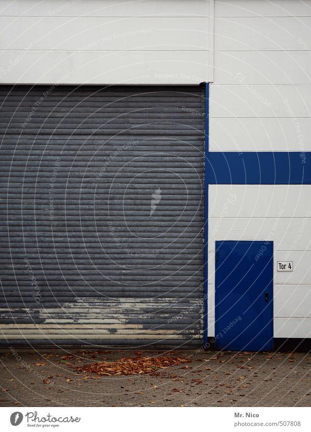 tür ins blaue Blatt Wand Mauer Gebäude Linie Fassade Tür Schilder & Markierungen geschlossen Ziffern & Zahlen Güterverkehr & Logistik Fabrik Tor Handel