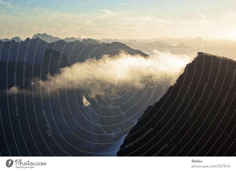 Gedanken ziehen davon Natur Ferien & Urlaub & Reisen Landschaft ruhig Wolken Ferne Berge u. Gebirge Leben Freiheit Erde Stimmung Zufriedenheit frei Perspektive