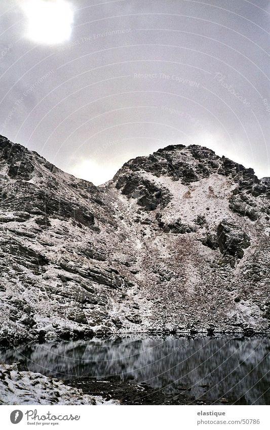 Eiskar Zillertal, Österreich See kalt Winter rau Neuschnee Klarheit Außenaufnahme ruhig Berge u. Gebirge Schnee Felsen kalte bergwelt in 2600 metern höhe