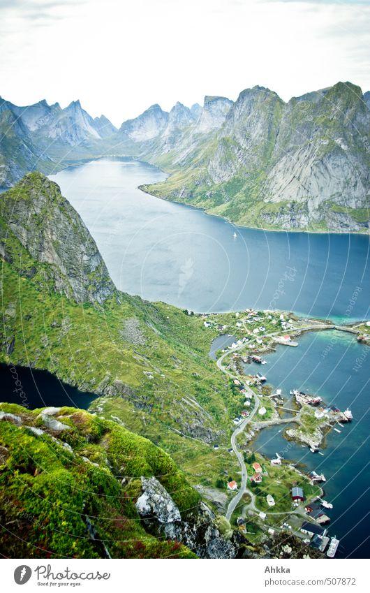 Reinefjord, Lofoten Natur Ferien & Urlaub & Reisen blau Landschaft Ferne Berge u. Gebirge Wege & Pfade Freiheit klein Glück oben Horizont Stimmung Kraft