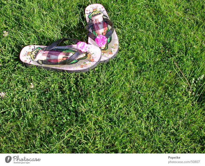 Flip Flops auf dem Rasen grün Sommer Wiese Religion & Glaube Kitsch Hardcore Rockabilly Maria Flipflops Katholizismus Schuhe