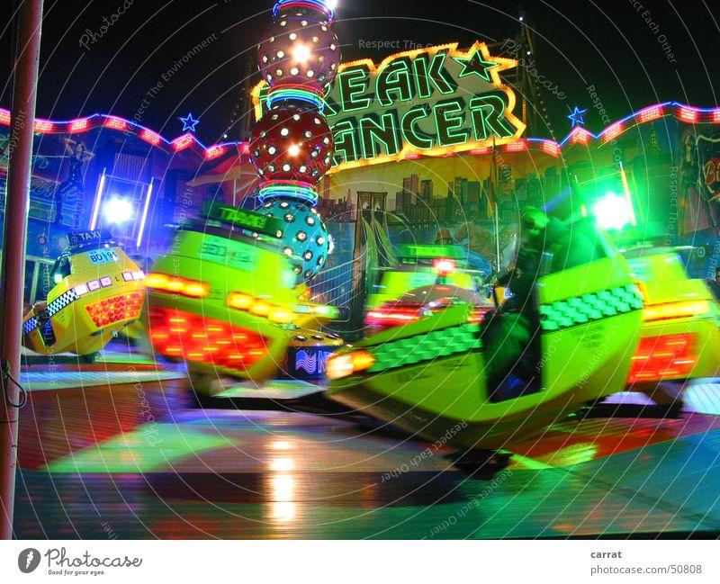 EAK-ANCER Breakdancer Jahrmarkt Weihnachtsmarkt Rostock Karussell Licht grün rot geschjwindigkeit blau bunt lichter soundmachine