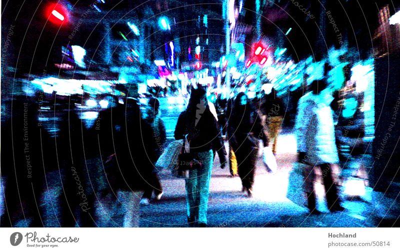 New York bei Nacht New York City Chinatown Straße Mensch Straßenbeleuchtung Fußgänger Bürgersteig Schaufenster blau verfremdet lichter in der nacht