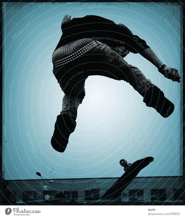 Stripped Skateboarding springen Meerstraße Trick boy