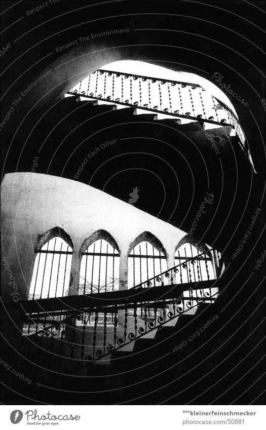 Treppe - Arena del Toros Barcelona Stierkampfarena schwarz Licht dunkel Stimmung Lichteinfall Ambiente aufsteigen Architektur Schwarzweißfoto arena del toros