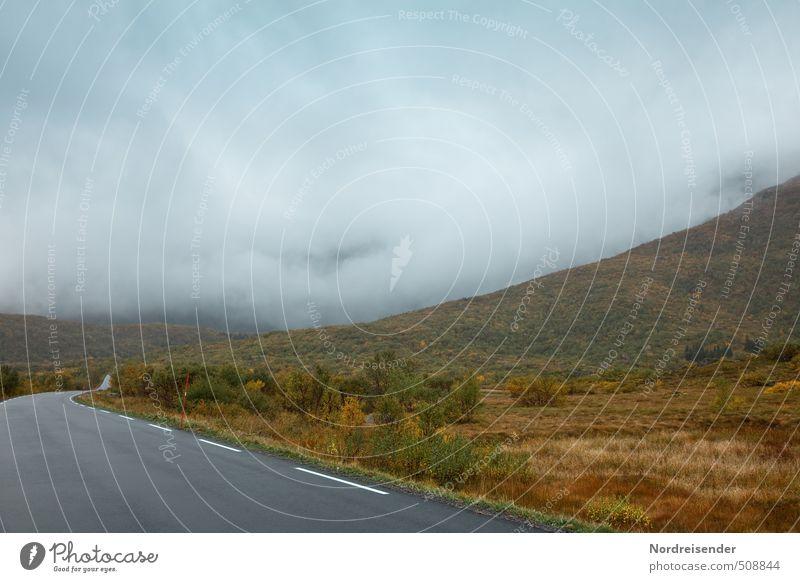 Regentag Ferien & Urlaub & Reisen Einsamkeit Landschaft ruhig Wolken dunkel Berge u. Gebirge Straße Herbst Wege & Pfade Freiheit Stimmung Wetter Nebel nass