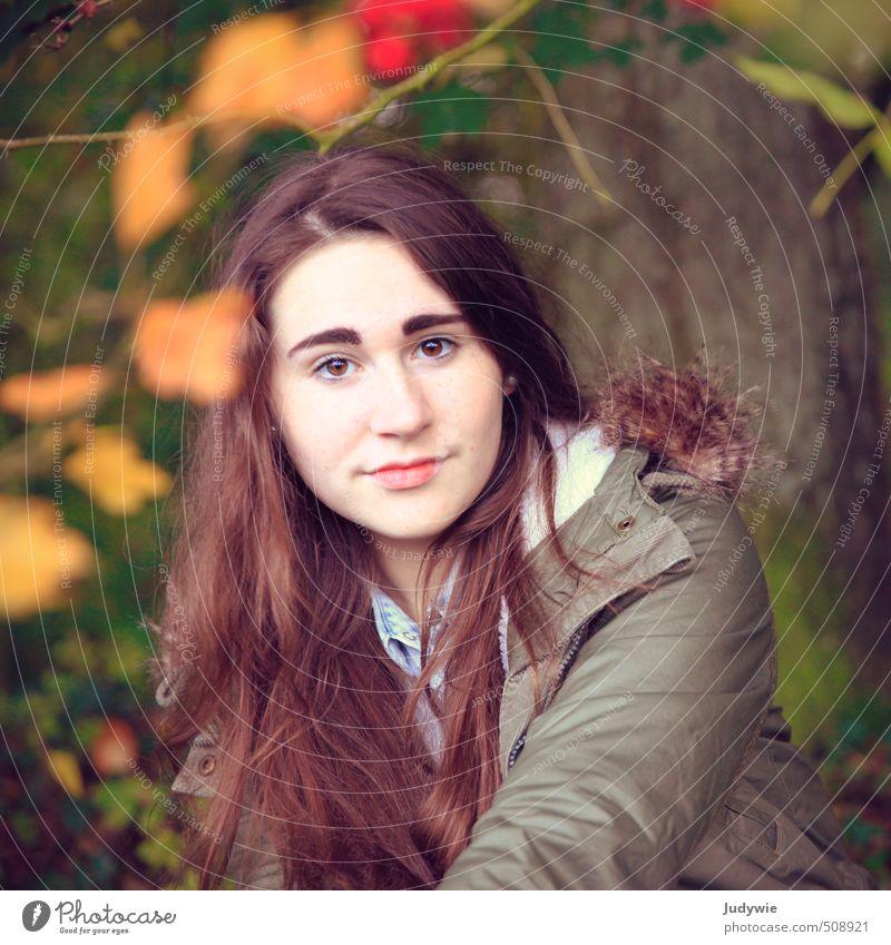 Im Einklang Mensch Kind Natur Jugendliche schön Farbe Pflanze Baum Junge Frau gelb Umwelt feminin Herbst Haare & Frisuren Denken natürlich