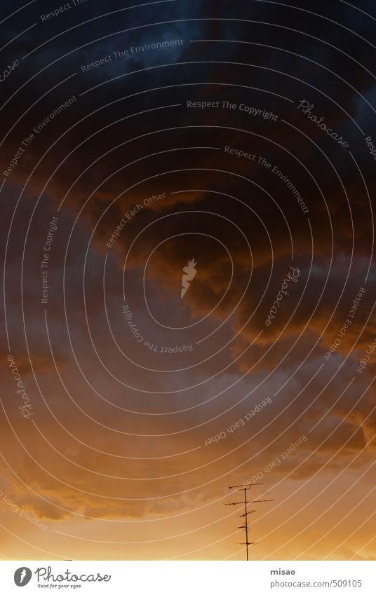 Horus und Odin bei der Arbeit Fernseher Radiogerät Antenne Umwelt Luft nur Himmel Wolken Gewitterwolken Sommer Wetter Schönes Wetter schlechtes Wetter Wärme