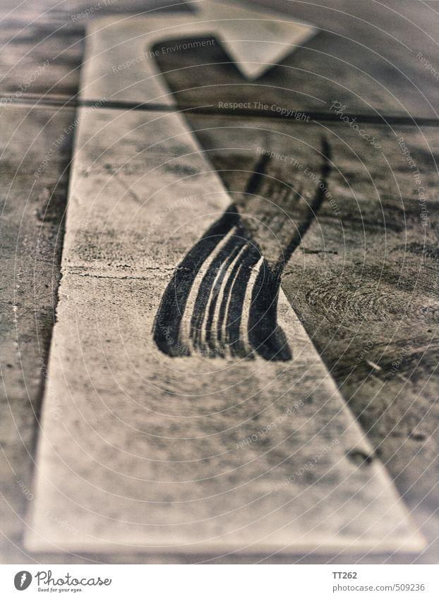 Abgefahren Stadt weiß grau Linie PKW Schilder & Markierungen Geschwindigkeit gefährlich Beton Beginn Abenteuer Sicherheit Zeichen Asphalt Pfeil Stress