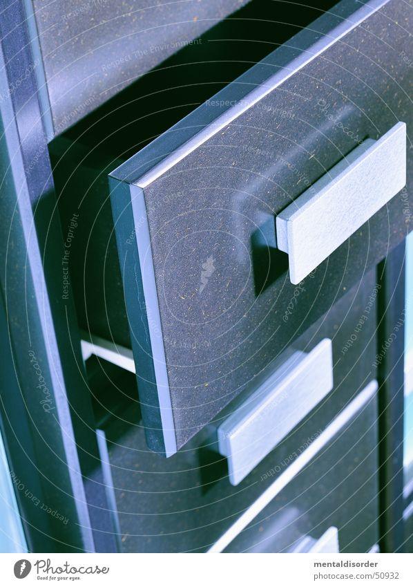Schiebeding mit Griff Schrank Schublade Holz schließen Gleise Büro silber Statue offen Aktenordner aufbewahren Verwaltung silver Lautsprecher building