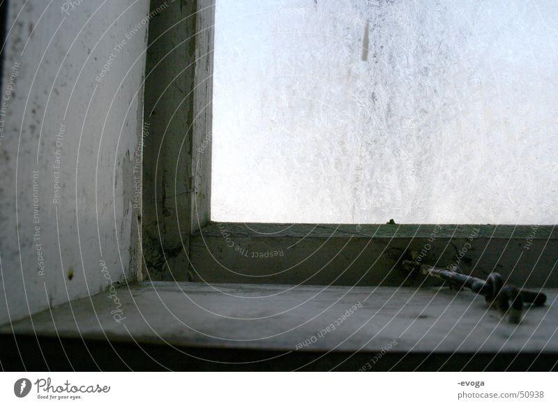 Frosty Plumpsklofenster alt Winter Haus kalt Fenster Holz Glas Frost Fensterbrett