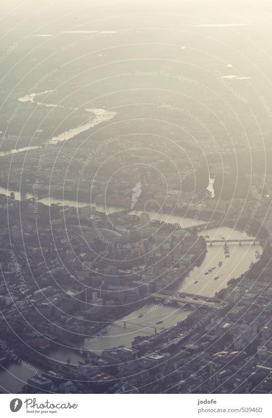 Dream of Flying Stadt ruhig Ferne Wege & Pfade Gebäude Wasserfahrzeug Stimmung Verkehr Tourismus Wachstum Wandel & Veränderung Fluss Güterverkehr & Logistik Konzentration Verkehrswege Abenddämmerung