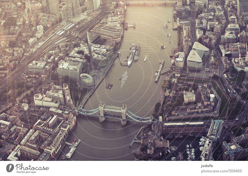 Tower Bridge Stadt Wasser ruhig Haus Architektur Gebäude Wasserfahrzeug Stadtleben Hochhaus Brücke Fluss historisch trendy Stadtzentrum Hauptstadt London