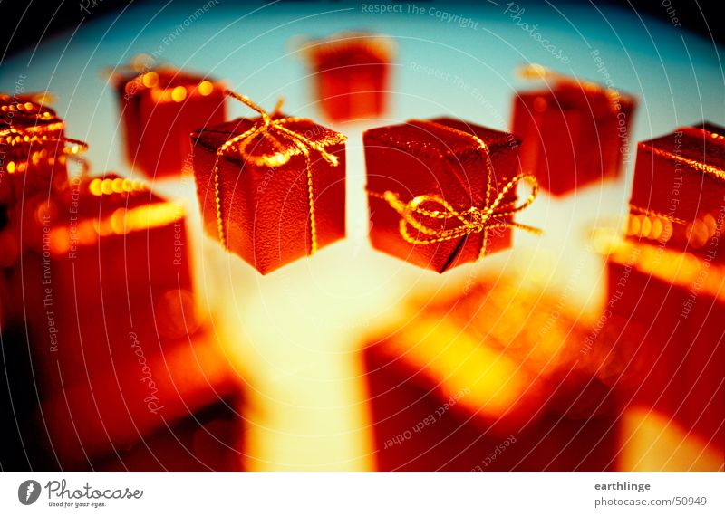 Kleinigkeit macht Freude Weihnachten & Advent blau rot gelb Wärme Feste & Feiern glänzend gold Geschenk Dekoration & Verzierung Kitsch leuchten gemütlich