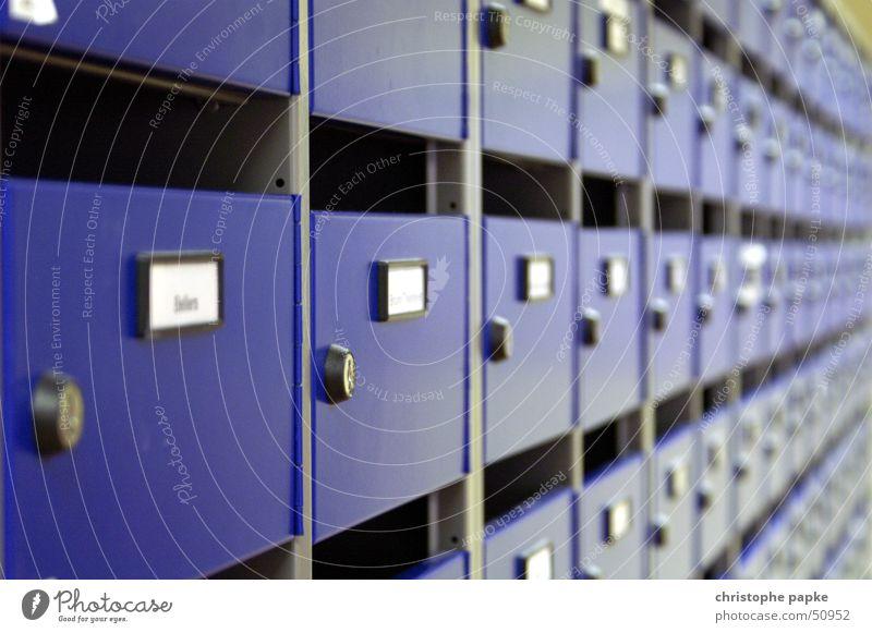 Postfächer Hochhaus Briefkasten Schloss Ordnung Postfach schließen abschließbar einwerfen Schlitz unpersönlich anonym namenschild hauspost brieffächer