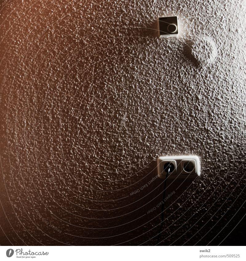 Wandbild dunkel Mauer Zufriedenheit Häusliches Leben Technik & Technologie einfach Kabel nah Kunststoff Tapete eckig rau Steckdose Stecker sparsam