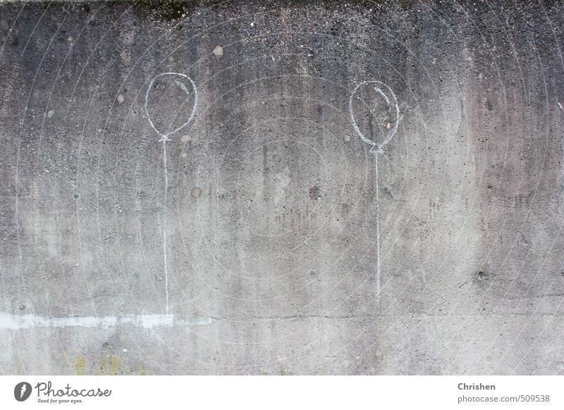 Aufwärts Kunst Umwelt Mauer Wand Luftballon Stein Beton Zeichen Linie Spielen authentisch dreckig einfach modern oben Stadt grau schwarz weiß Fröhlichkeit