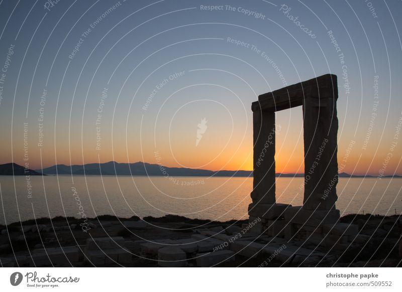 Portara von Naxos Ferien & Urlaub & Reisen alt Sommer Meer Berge u. Gebirge Küste Tourismus Insel Hügel historisch Bauwerk Sommerurlaub Wahrzeichen