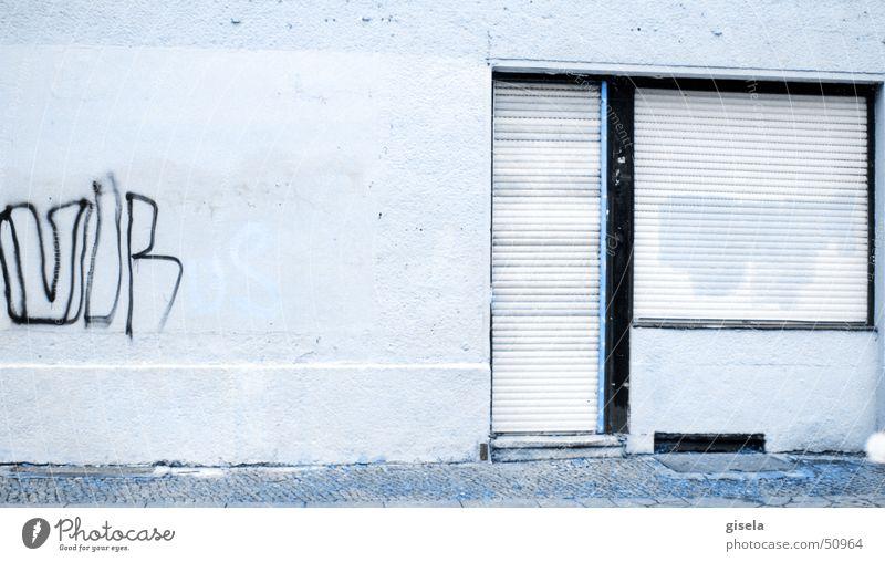 Virus Einsamkeit Graffiti trist Vergänglichkeit Kreuzberg Rollladen Berlin