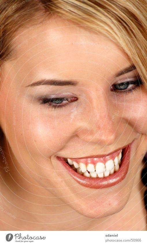 keep_smiling Frau lachen blond Freundlichkeit Zähne Smiley strahlend weiße Zähne