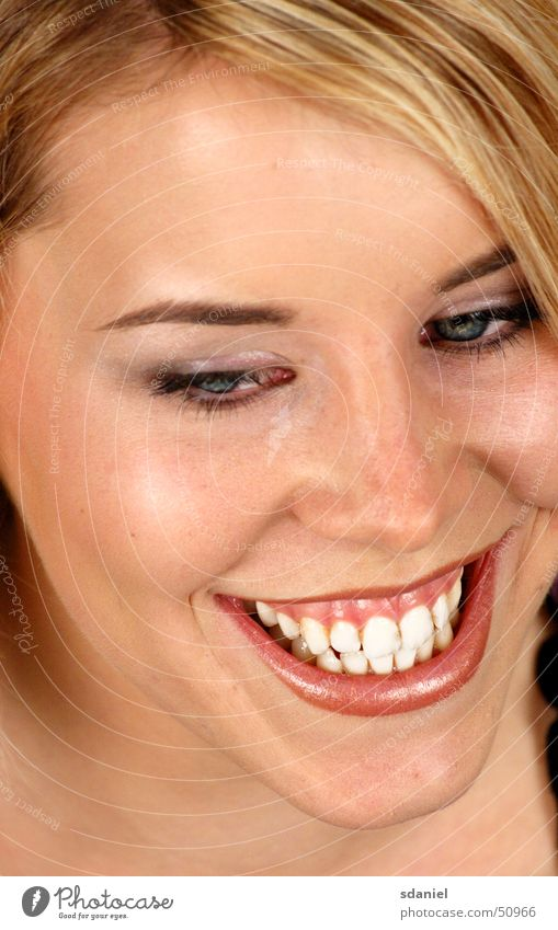 keep_smiling Freundlichkeit Smiley blond Frau strahlend weiße Zähne lachen