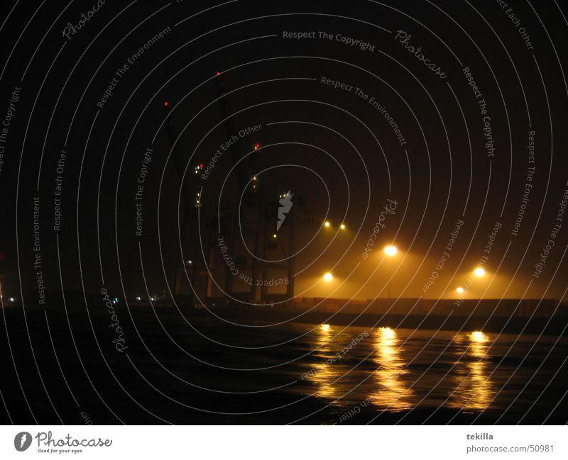 Hafenimpression Nebel Nacht Hamburg Wasser