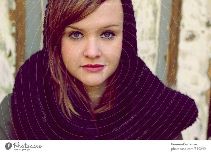 Autumnal Beauty (II). Mensch Frau Kind Jugendliche schön rot Junge Frau Mädchen schwarz 18-30 Jahre Erwachsene Wärme feminin Herbst Stil elegant