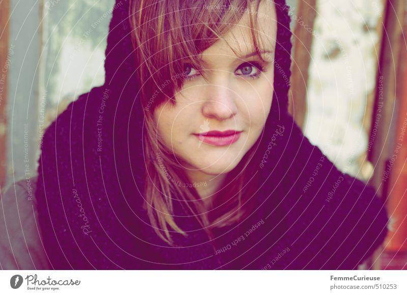 Autumnal Beauty (I). Mensch Kind Jugendliche blau schön Junge Frau schwarz 18-30 Jahre Erwachsene Wärme feminin Herbst Stil Wind Lächeln 13-18 Jahre
